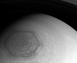 странный полюс сатурна
