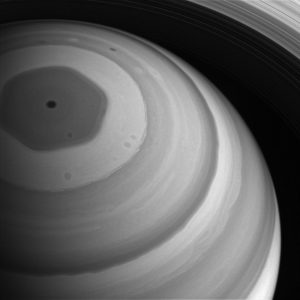 шестигранник на сатурне