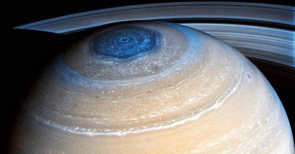 полюс сатурна из космоса
